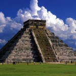 Temples at Chichen Itza: They are tall and the grounds are expansive.
